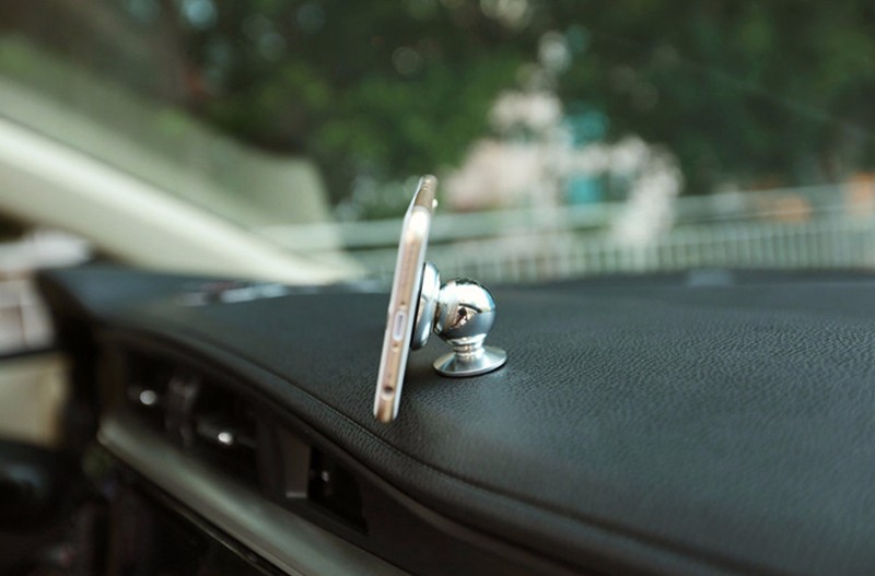 360 Degrees Sticky Magnetic Mobile Phone Car Holder Stand