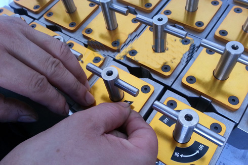 square magnetic clamps