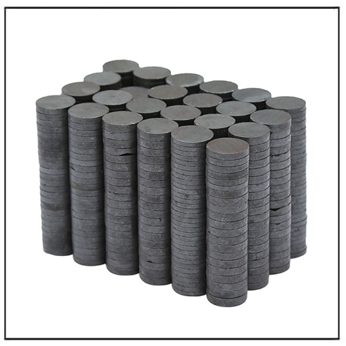 Anisotropic Flat Round Ceramic Ferrite Magnets Supplier
